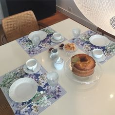 Quem tal usar jogos americanos com estampa Marina Conde no seu chá da tarde!!!