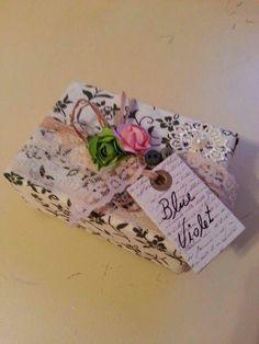 Sabonete perfumado vintage . Email: contato@blueviolet.com.br