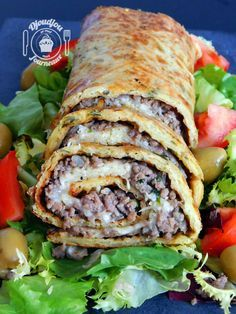Potato roll with minced meat - Quick and Easy Recipes Salad Dressing Recipes, Salad Recipes, Meat Recipes, Cooking Recipes, Food Wishes, Salty Foods, Canadian Food, Fast Food, Carne Picada