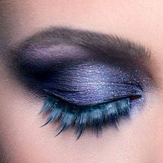LOVIN the purple eye makeup with the cool bluish & purple feather colored eye lashes ❤