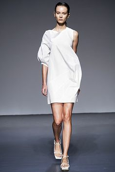 Calvin Klein Collection Spring 2010 Ready-to-Wear Collection Slideshow on Style.com
