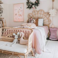 A room should never allow the eye to settle in one place. It should smile at you and create fantasy home decor decoration salon decoration interieur maison Source by tamara_hanssen girls bedroom Rattan Furniture, Furniture Design, Little Girl Rooms, My New Room, Dorm Room, Bedroom Decor, Bedroom Apartment, Nursery Decor, Natural Materials