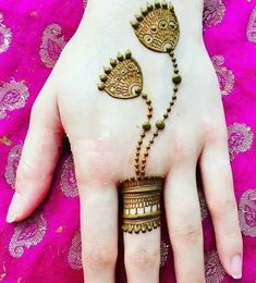 Check beautiful & simple arabic mehndi designs 2020 that can be tried on wedding. Shaadidukaan is offering variety of latest Arabic mehandi design photos for hands & legs. Very Simple Mehndi Designs, Henna Tattoo Designs Simple, Mehndi Designs For Kids, Mehndi Designs Feet, Back Hand Mehndi Designs, Stylish Mehndi Designs, Mehndi Designs For Beginners, Mehndi Designs For Fingers, Latest Mehndi Designs