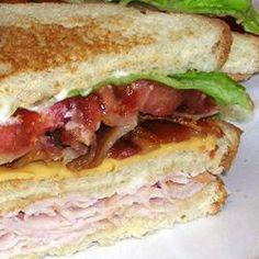 Lorraine's Club Sandwich Recipe Classic Club Sandwich! My favorite! Sandwich Sous-marin, Club Sandwich Recipes, Sandwich Shops, Soup And Sandwich, Sandwich Ideas, Turkey Club Sandwich, Grilled Sandwich, Sandwiches For Lunch, Delicious Sandwiches
