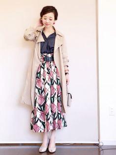 雨が降るとまだ寒いですね。 大好きな花柄スカート×トレンチコート(^ ^)♡ ハイウエストのボトムに