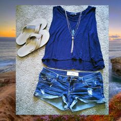 Sunset cliffs #OOTD   // tank top from Cotton On // shorts from Hollister // sandals are Rainbows // necklace from Razz