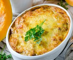 RECEPT: Gratinovaná hokkaido tekvica so syrom Veggie Recipes, Low Carb Recipes, Diet Recipes, Cooking Recipes, Healthy Recipes, Veggie Food, Fall Casseroles, Meals Without Meat, Baked Squash