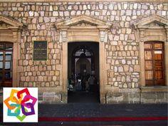 MICHOACÁN MÁGICO te dice. Carácuaro fue una pequeña aldea chichimeca que en tiempos del rey Purépecha Taricuauri, se designó a Tangaxoán como señor de la negrura y él fundó Carácuaro. Es reconocida por ser la comunidad que tiene la casa en donde vivió Morelos, la cual fue restaurada en tiempos de Lázaro Cárdenas, actualmente funciona como biblioteca. http://www.recorriendomichoacan.com