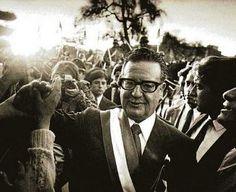 Salvador Allende | Eco Republicano Victor Jara, I Am The Messenger, Fidel Castro, South America Travel, Oppression, Revolutionaries, Mammals, Beautiful People, Nostalgia