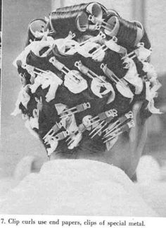 Clip curls use end papers Sleep In Hair Rollers, Red Pixie, Wet Set, Tape In Hair Extensions, Roller Set, Pin Curls, Retro Hairstyles, Vintage Glamour, Big Hair