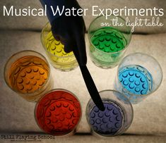 Musical Water Experiments on the Light Table // Experimentos musicales con agua Preschool Music, Music Activities, Preschool Science, Creative Activities, Teaching Music, Activities For Kids, Crafts For Kids, Science Area, Literacy Games