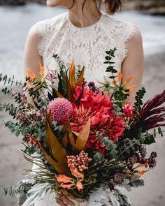 いいね!277件、コメント1件 ― Kaneko Mayumiさん(@kaneko_wedding)のInstagramアカウント: 「* 前撮り👰🤵 * お花は結婚式当日もお願いしている @marimariamonday さんにオーダー☝️ * 赤系で、でも甘くならないようにしたい!…」 Wedding Images, Our Wedding, Wedding Bouquets, Wedding Flowers, Dried Flowers, Flower Decorations, Flower Power, Floral Arrangements, Wedding Photography