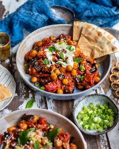 Tray Bake Recipes, Veggie Recipes, Vegetarian Recipes, Dinner Recipes, Cooking Recipes, Healthy Recipes, Dinner Ideas, Vegan Chickpea Recipes, Vegetarian Cooking