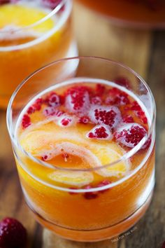 Raspberry Peach Prosecco Punch | Very good and oh so pretty. #drinks #cocktails #drinkrecipes