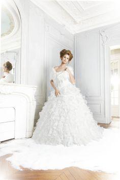 Robe de mariée Princesse avec un bustier parsemé de perles et paillettes