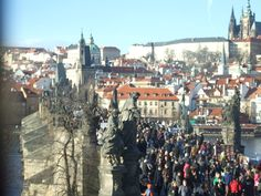 Masses on Charle´s bridge- view from Old town´s tower
