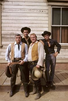 """Bonanza"": the TV series starring Lorne Greene as Ben, Pernell Roberts as Adam, Dan Blocker as Hoss and Michael Landon as Little Joe, the Cartwright family Tv Westerns, Great Tv Shows, Old Tv Shows, Tv Vintage, Lorne Greene, Mejores Series Tv, Bonanza Tv Show, Pernell Roberts, Romantic Couples"