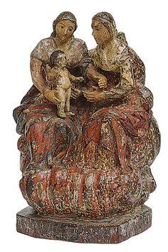 brasileira do século XVIII representando as Santas Mães com o Menino Jesus, em madeira. As santas se apoiam em enrolados de nuvens com mantos em vermelho escarlate. Alt. 19 cm. Base R$6.000,00. Jun16