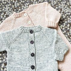 Diy Crafts - Ravelry: Sleep Suit pattern by PixenDk Baby Boy Knitting Patterns, Baby Sweater Knitting Pattern, Knitting For Kids, Suit Pattern, Jacket Pattern, Toddler Sweater, Knitted Baby Clothes, Baby Coat, How To Purl Knit