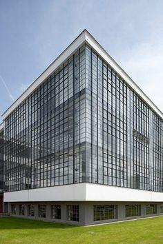 Bauhaus Building in Dessau, Germany by Walter Gropius :: 1925-1926