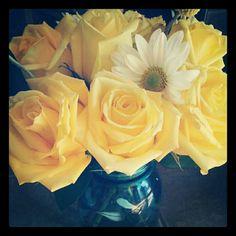 Vintage Manson jar center pieces Manson Jar, Center Pieces, Bouquets, Rose, Flowers, Plants, Diy, Vintage, Centerpieces