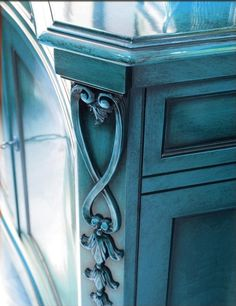 Photo Detail.  How to Do an Antique Glaze on Painted Furniture.  By Painted Furniture Ideas.