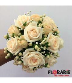 Buchet de mireasa clasic cu trandafiri, minirose si hypericum Bridal Bouquets, Wedding Flowers, Floral Wreath, Wreaths, Decor, Bouquets, Floral Arrangements, Wedding Bride, Wedding Bouquets