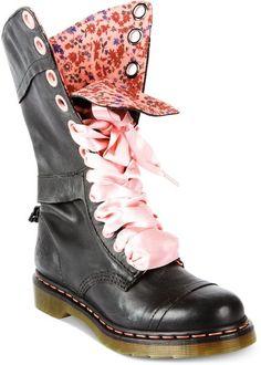 63442ef3fa743 Dr. Martens Black Triumph Boots Chaussures Ouvertes, Chaussure Botte,  Pantoufle, Bottines,