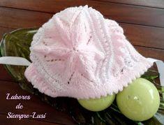Labores de siempre: Jersey Rosa con moñas + Gorrito para Paula Baby Hats, Lana, Crochet Hats, Diy, Color, Babys, Aurora, Fashion, Shape