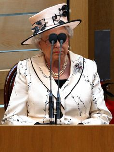 This is funny - caught-off-gaurd pictures of the Queen. GSTQ! <3