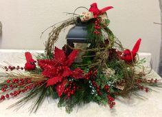 Christmas Lantern décor to light up the festive spirit - Vogueitude Lantern Christmas Decor, Silver Christmas Decorations, Tabletop Christmas Tree, Christmas Candles, Christmas Centerpieces, Christmas Design, Rustic Christmas, Christmas Wreaths, Christmas Crafts