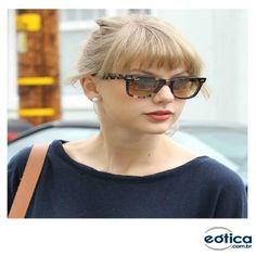 Taylor Swift com os óculos de sol Ray-Ban wayfarer #taylorswift #rayban #fashion #wayfarer #oculosdesol