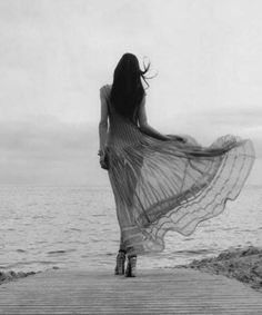 Black and White Photography of Women: How Take Beautiful Pictures – Black and White Photography Dark Romance, Into The Wild, Book 15 Anos, Estilo Hippie, Foto Art, Black And White Photography, Art Photography, Editorial Photography, Beach Fashion Photography