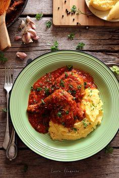 O reteta delicioasa de ostropel de pui, rosii si usturoi. Mod de preparare si ingrediente mancare cu carne de pui si rosii. Reteta mamei de ostropel de pui.