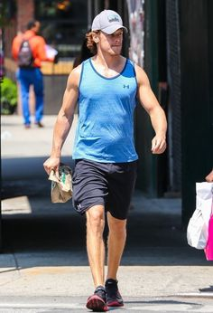 Sam Heughan Pictures - Sam Heughan Leaves the Gym in New York City - Zimbio