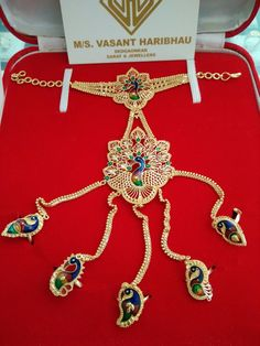 Gold Jewelry For Cheap New Gold Jewellery Designs, Gold Mangalsutra Designs, Gold Bangles Design, Indian Jewelry Earrings, Nose Jewelry, Gold Rings Jewelry, Gold Bangle Bracelet, Finding Fanny, Jewels