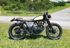 Muito bacana essa Intruder 250 do amigo Marcio Sahade, que com pequenas intervenções deu uma nova cara para essa moto.     A moto anteri...