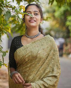 Graceful Sarees To Look Incredible This Summer Keep Me Stylish Indian Sarees, Silk Sarees, Best Photo Poses, Sari Design, Elegant Saree, Casual Saree, Printed Sarees, Beautiful Saree, Saree Blouse Designs