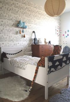 mmm perfect kids room - love the tiger hiding out too