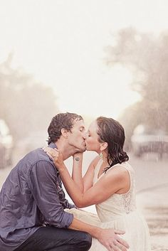 24 Couples Who Absolutely Nailed Their Rainy Day Wedding | Buzzfeed | #adorable #wedding