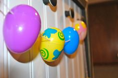 Easter Egg Garland. Great for all your extra Easter Eggs.  Really quick and easy, looks fantastic. Great project to get the kids involved. Tutorial on familyvolley.blogspot.com