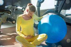 Los ejercicios básicos de suelo pélvico mantienen el tono muscular de la pelvis y favorecen la recuperación durante el embarazo y el parto. La realización de estos trabajos te ayudarán a sentirte conectada con lo que sucede dentro de tu cuerpo.