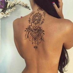 Tattoo rücken frau baum