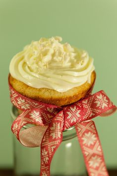Lemon and white chocolate cup cakes! Perfect for the first snow :) Photo by Marko Tarvainen.
