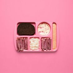 Most of us know the ingredients of the well-known sandwiches around the world, we can prepare them and we can eat them. Deconstructed Food, Sandwich Pictures, Things Organized Neatly, Woman Meme, Whats For Lunch, Everything Pink, Deconstruction, Pink Aesthetic, Rainbow Aesthetic