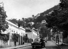 acompanhando o túnel, reformado e ampliado em 1952. Inaugurado em 1887, o túnel Rio Comprido-Laranjeiras é o mais antigo da cidade e foi a principal ligação entre as zonas Norte e Sul, sem a necessidade de passar pelo Centro, até a construção do Santa Bárbara e do Rebouças. Rio de Janeiro, 1º de julho de 1956. Correio da Manhã