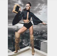 ¿Te imaginas poder lucir estas hermosas botas con o sin flecos,  sin apenas notar el dolor ni el cansancio? Esto es lo que promete, este diseño exclusivo. Flecos removibles dos diferentes looks.  #cuero #fashion #quito #shoelover #lovemyshoes #style #shoeaddict #look #model #blogger #iloveshoes #glamour #moda #dpars #fashiondesigner #dparshoes #zapatos #quito #Ecuador #envios a todo el país, WhatsApp 0988280404 #carrano