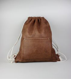 brown leather drawstring bag, gym bag https://www.etsy.com/de/listing/214643399/leder-turnbeutel-leder-rucksack-leder?ref=related-0