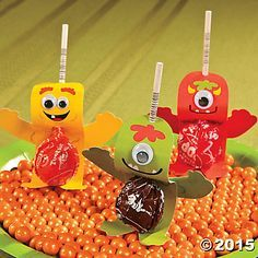 Legend Enchant your Halloween party with these Monster Sucker Pops! These DIY Halloween party items will make your Halloween sweets even sweeter - - Diy Halloween Party, Halloween Sweets, Easy Halloween Decorations, Halloween Crafts, Halloween Candy, Halloween Makeup, Halloween Stuff, Halloween Halloween, Lollipop Decorations