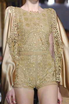Gold dress, vestido, macaquinho, dourado, ouro, bordado, renda